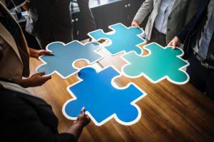 Morceaux de puzzle bleus